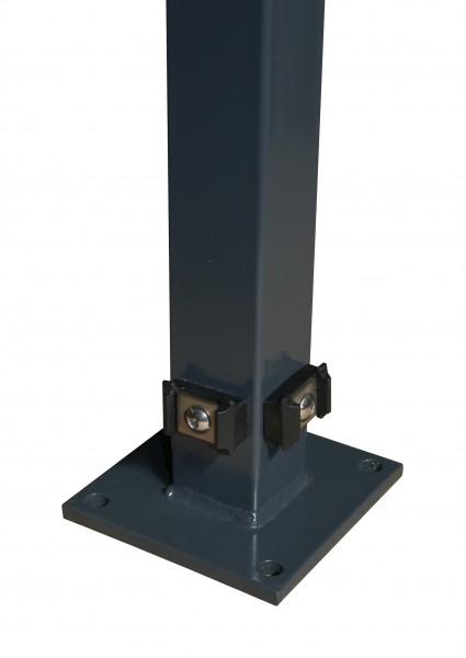 Eckpfosten 60x60 mm, mit Klemmhalterbefestigung und angeschweißter Bodenplatte für Doppelstabmattenz