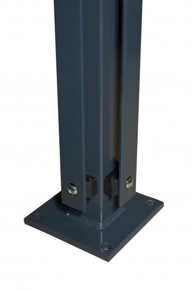 Eckpfosten 60x60 mm, mit Flacheisenleiste und angeschweißter Bodenplatte für Doppelstabmattenzaun zu